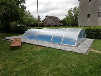 Zastřešení bazénu.