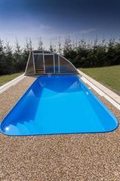 Zastřešení bazénu se šikminou.